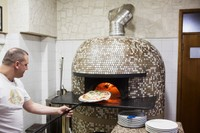 In the Birthplace of Pizza, Pollution Rules for Ovens Spur Outrage